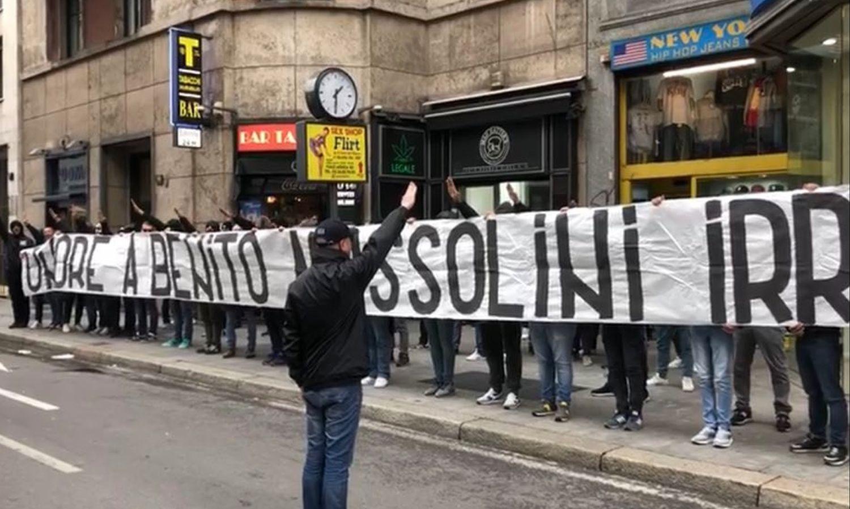 Vergogna a Milano, striscione degli ultras della Lazio: 'Onore a ...