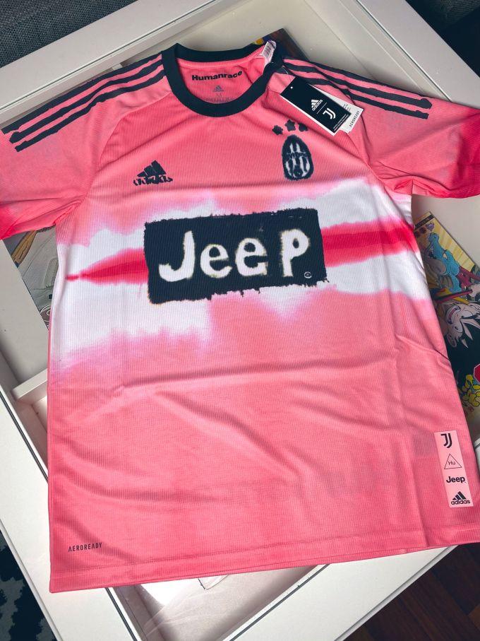 juve quarta maglia speciale per una partita disegnata da pharrell si ispira al passato foto serie a calciomercato com juve quarta maglia speciale per una